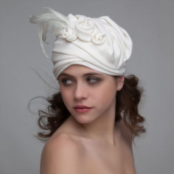 woman wearing 1093s turban hat